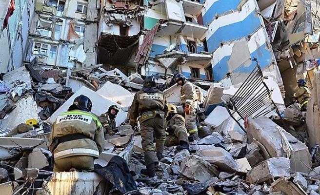 Rusya'daki patlamada çöken binadan bir bebek canlı çıkarıldı