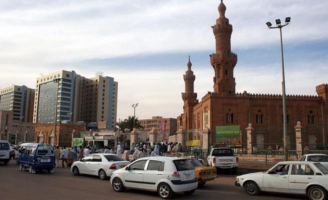Sudan'da Beşir taraftarları ilk kez meydanlara iniyor