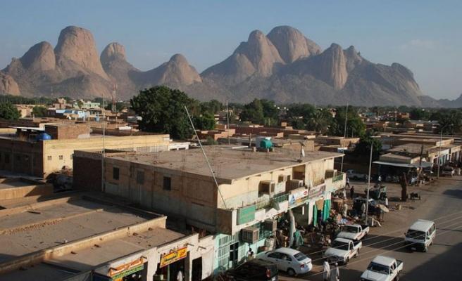 Sudan'ın Başkanı El Beşir, Eritre'nin sınırını açtığını duyurdu