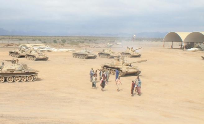 Yemen'de askeri törene hava saldırısı