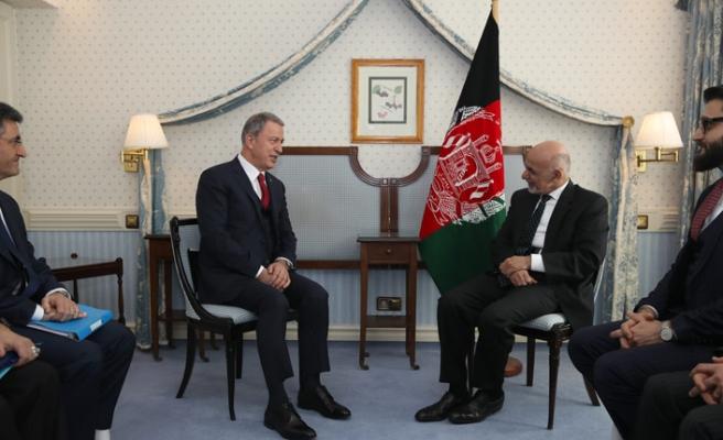 Akar, Afganistan Cumhurbaşkanı Eşref Gani ile bir araya geldi