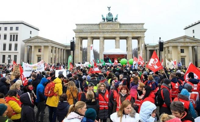 Almanya'da kamu çalışanları 'uyarı grevi' yaptı