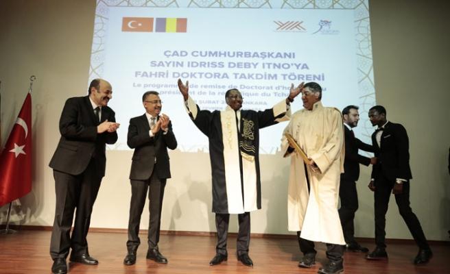 Çad Cumhurbaşkanı Itno fahri doktorasını aldı