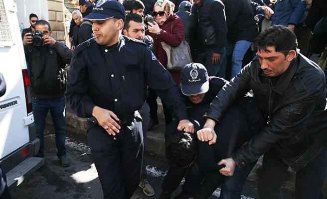 Cezayir'de basın protestosu