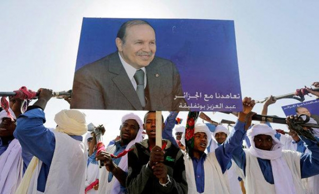 Cezayir muhalefeti Buteflika'dan kurtulmanın yolunu arıyor