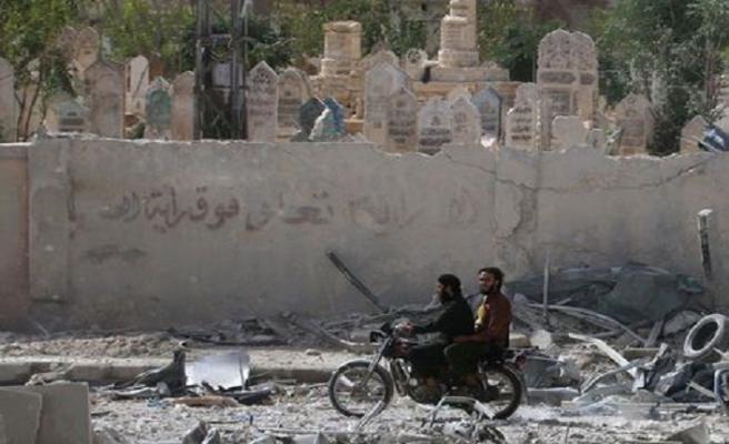 Esed öldürmeye devam ediyor: İdlib'de 5