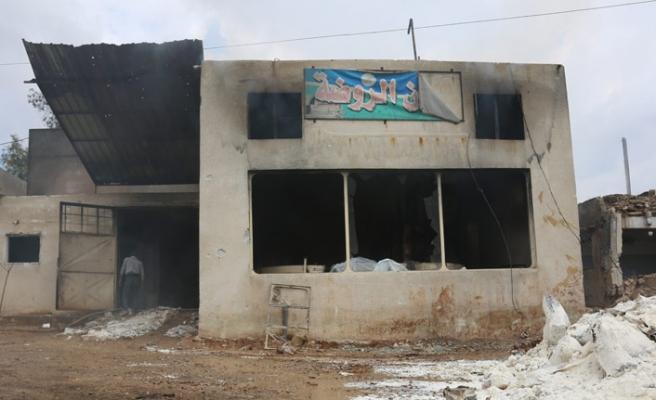 Esed rejimi Han Şeyhun'dakilerin ekmek fırınını yok etti