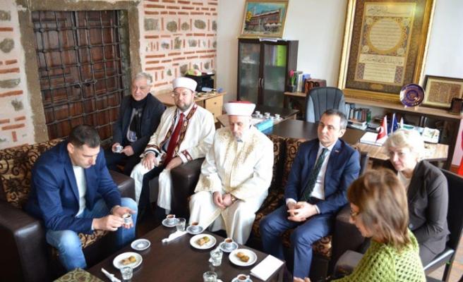 Filibe Cuma Camii'nde geleneksel hoşgörü mevlidi sonrası kahve içildi