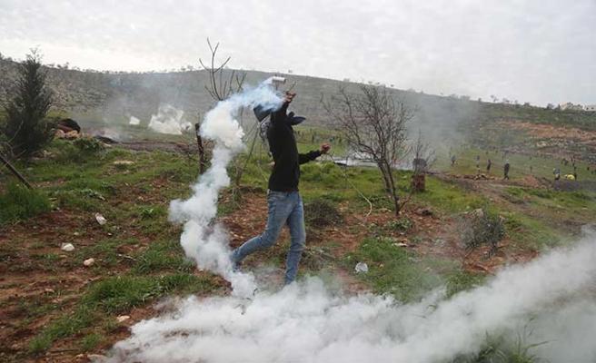 Filistin'de Cuma namazı sonrası gösteride protesto vardı