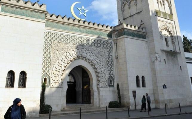 Fransa 7 camiyi kapattı