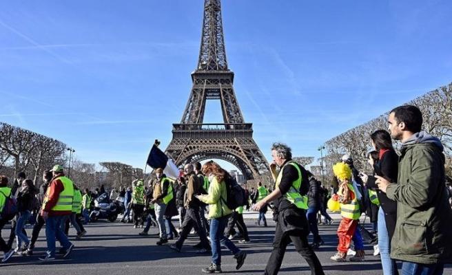 Fransa'da sarı yelekliler gösterilerin 3'üncü ayında sokaklarda