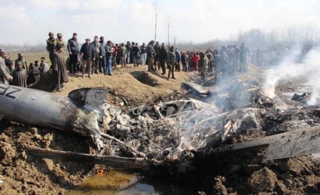 Hindistan gözaltındaki pilotunun sağ salim teslim edilmesini bekliyor