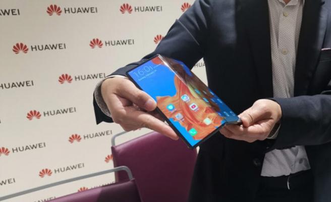 Huawei katlanabilir cihazını tanıttı