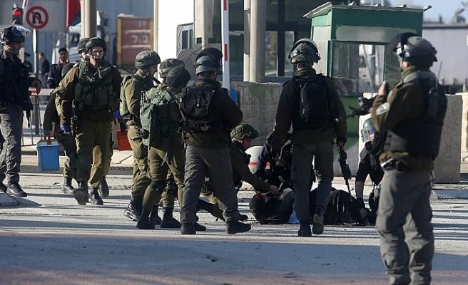 İsrail askerleri 3 Filistinliyi gözaltına aldı