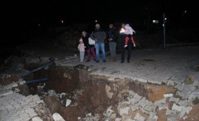 İzmir'de toprak kayması, 12 ev tahliye edildi