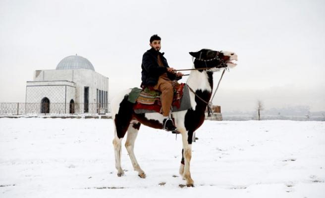 Kabil'deki Afgan gençlerinin modern yüzü