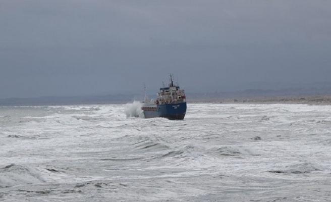 Kandıralılar güne karaya oturan kuru yük gemisi ile başladı