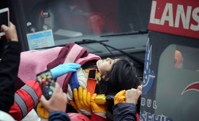 Kartal'da çöken binada 5 yaşındaki çocuk kurtarıldı