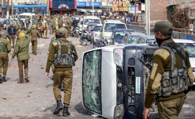 Keşmir'de askerlere atış serbest emri verildi