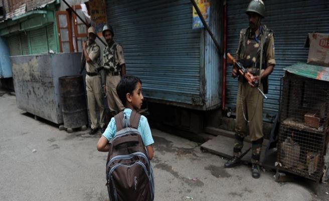 Keşmir'de okullar kapandı sınavlar askıya alındı