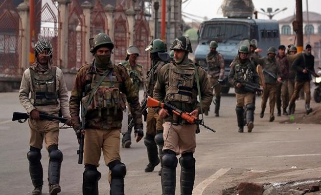 Keşmir'e 10 bin asker giriş yaptı