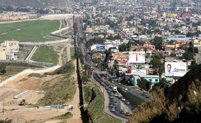 Meksika sınırına 3 bin 500 asker daha gönderiliyor