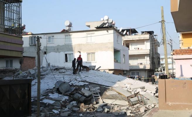 Mersin'de bina çöktü