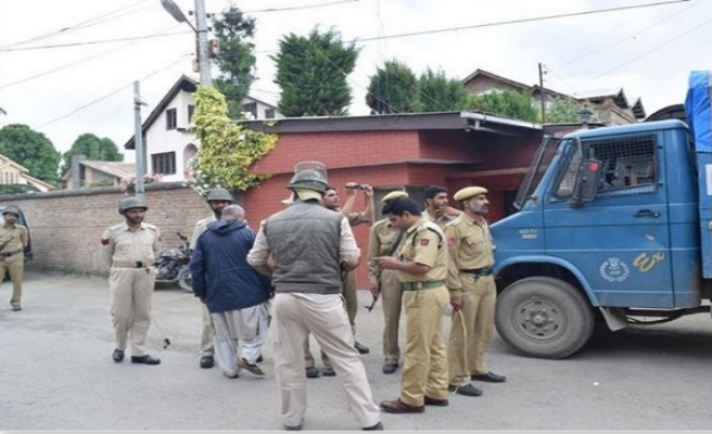 Modi'nin ziyareti öncesi Mirwaiz ev hapsine alındı
