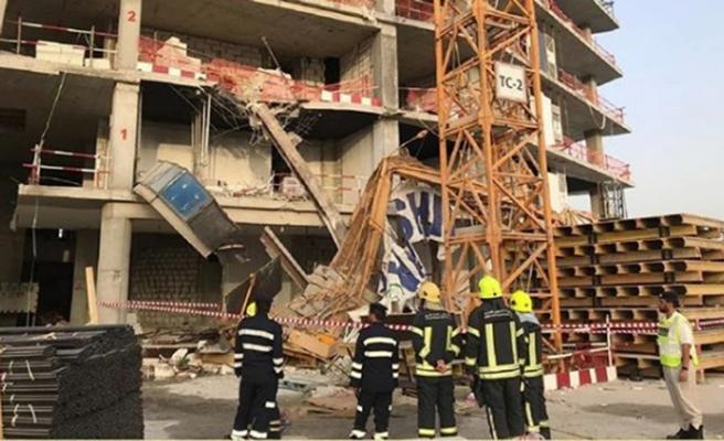 Pakistan'da bina çöktü: 2 ölü