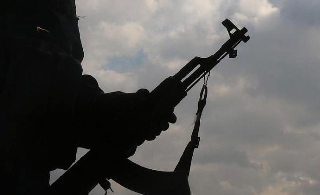 Huveyt: PKK Irak ve Suriye sınır bölgelerinde silah ticareti yapıyor