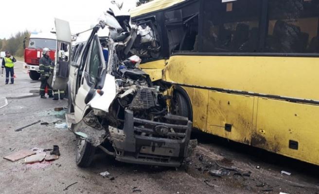 Rusya'da trafik kazası, ölü ve yaralılar var