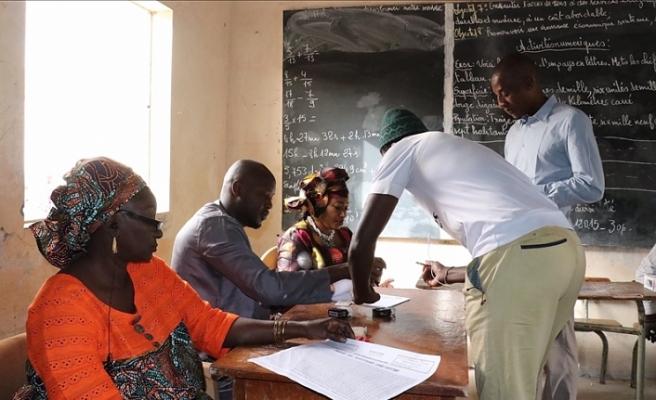 Senegal'de cumhurbaşkanı seçiminde ilk tur tamamlandı