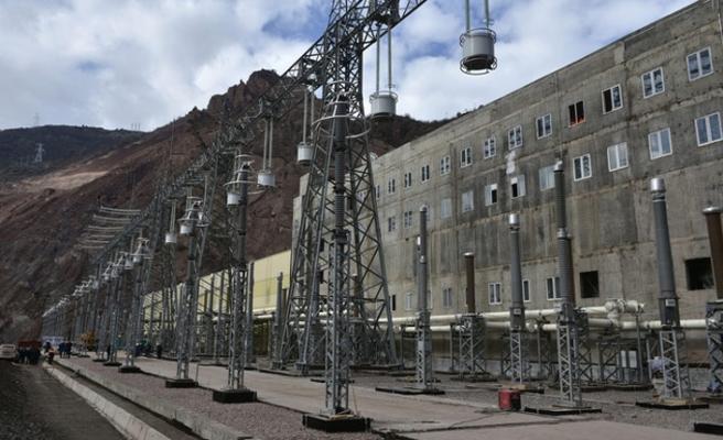 Tacikistan'ın Afganistan'a elektrik ihracatı azaldı