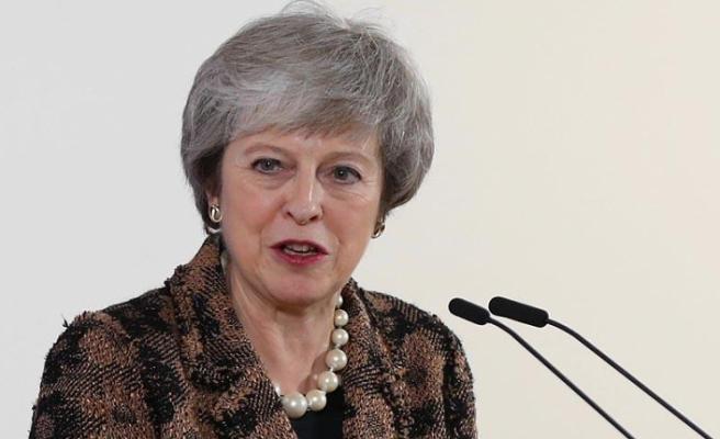 Theresa May, Brexit oylaması için parlamentodan zaman istedi