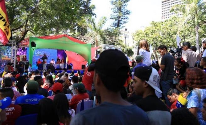 Venezuela'da Maduro'nun genç destekçilerinden yürüyüş