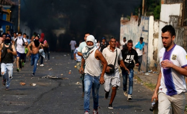 Venezuela sınırında tehlikeli arbede