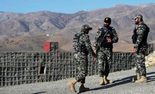 Alman bakan Afganistan'daki Alman askerlerini ziyaret etti