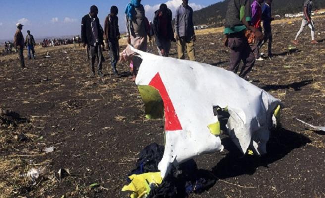 Etiyopya uçağında yakınlarını kaybedenler bir avuç toprakla avunuyor