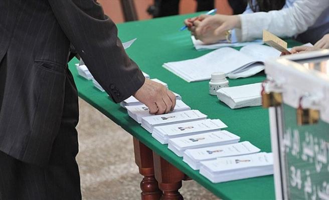 Cezayir'de cumhurbaşkanlığı seçimleri ertelendi