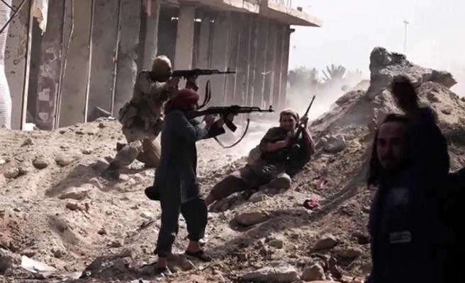 Deyrizor'da YPG/PKK-DEAŞ çatışması