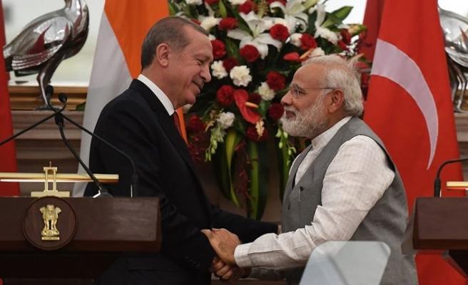 Erdoğan, Modi'yle Pakistan sorununu görüştü