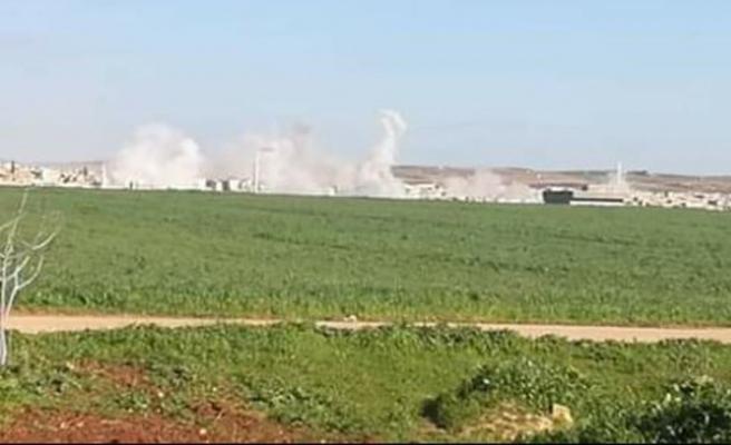 Esed rejiminden İdlib'de kampa saldırı