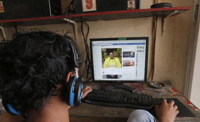 Facebook'tan Endonezya'daki seçimde yabancı kaynaklı reklamlara yasak