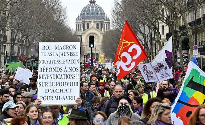 Fransa'da sarı yelekliler, gösterilerin 17. haftasında sokaklarda