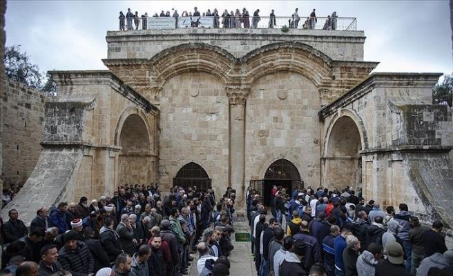 Kudüslüler Rahmet Kapısı'nı savunuyor