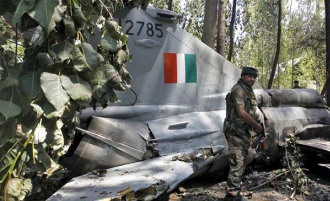 Pakistan-Hindistan sınırında Hint savaş uçağı düştü