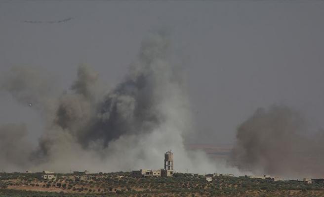 Rejim güçlerinden İdlib'deki sığınmacı kampına hava saldırısı
