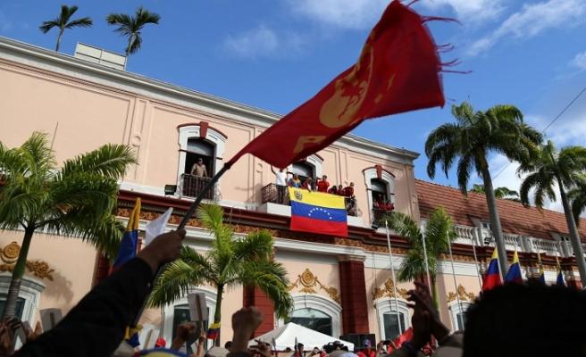 Venezuela'da şimdiki gündem 'Miraflores' çekişmesi