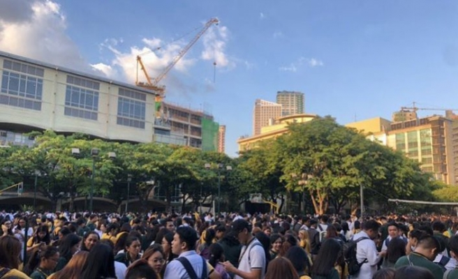 Filipinler sarsıldı: 6,4 okullar tatil