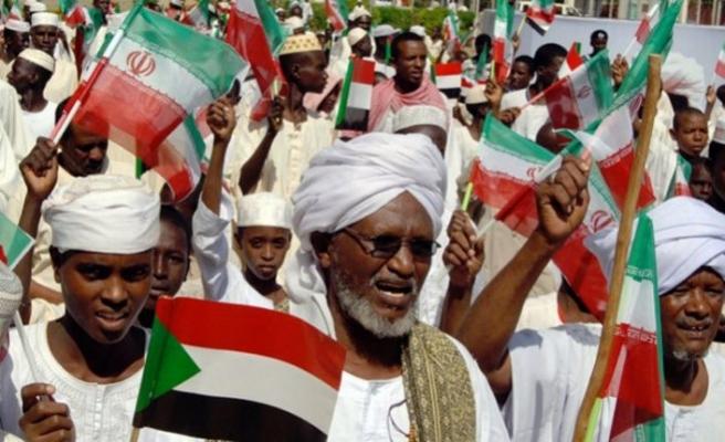 İran, Sudan'da iktidarın sivillere devredilmesini istedi